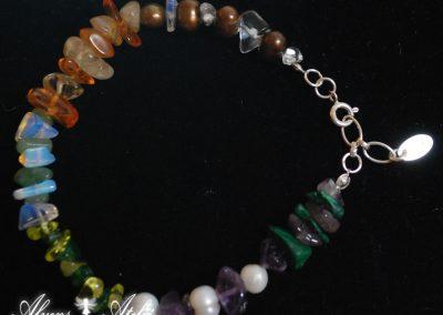 armband av  pärlor_citrin_bergskristall_korneol_månsten_aventurin_mosagat_olivin_ametist_malakit_L21_23cm