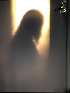 """""""Dörren"""", utställning """"skuggornas ljus"""" av Aliona Meret, Alvens Ateljé"""
